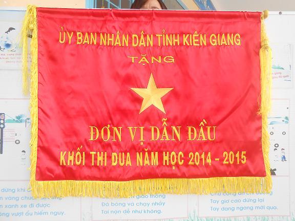 cờ lưu niệm Đơn Vị Dẫn Đầu do UBND Tỉnh tặng
